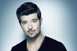 """Robin Thicke Gets First #1 Debut Ever With """"Blurred Lines"""""""