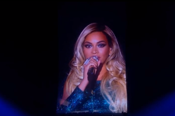 "Beyonce Performs ""XO"" At The Brit Awards"
