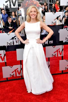 Ellie Goulding on the red carpet. Image via Getty.