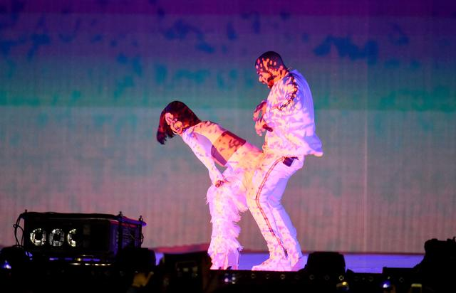 Drake and Rihanna grinding on each other at the Brit Awards 2016